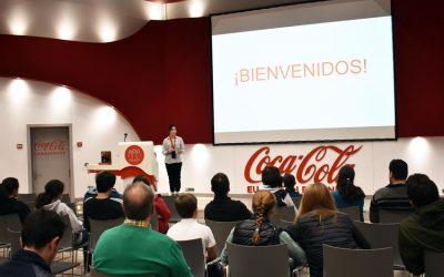 Veterinarios colegiados y sus familiares visitan la fábrica de Coca-Cola en Sevilla con el Colegio de Veterinarios de Sevilla