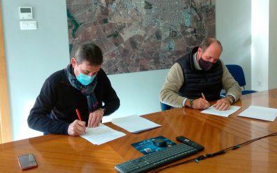 Pilas firma un convenio con el Colegio de Veterinarios de Sevilla para la identificación de animales de compañía